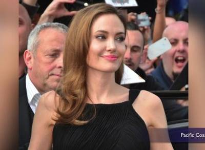 News video: Angelina Jolie Removes Ovaries After Cancer Scare